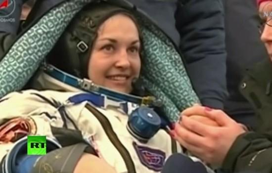 Капсула «Союза» вернула на Землю экипаж МКС