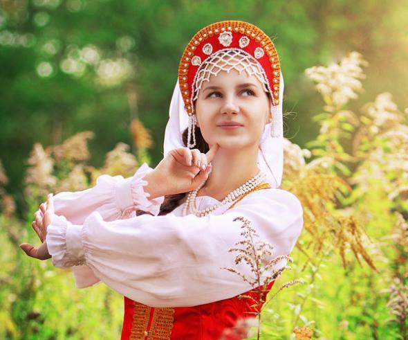 Девушки в национальных костюмах республик бывшего СССР одежда, костюмы, СССР.