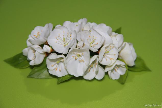Веточка цветущей вишни из холодного фарфора
