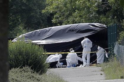Следователи работают на месте теракта в Сан-Кантен-Фалавье