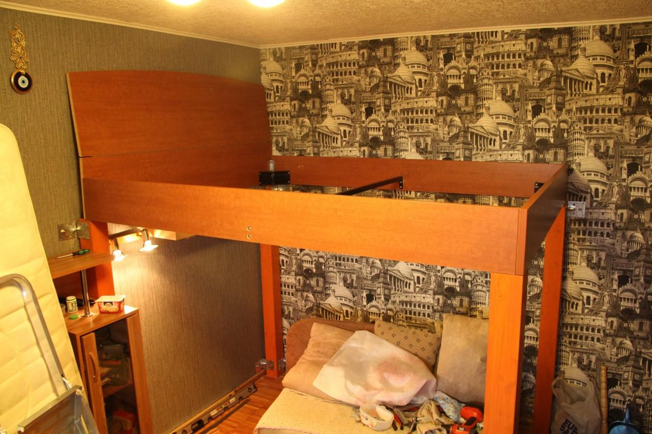 Кровать под потолок как сделать своими руками
