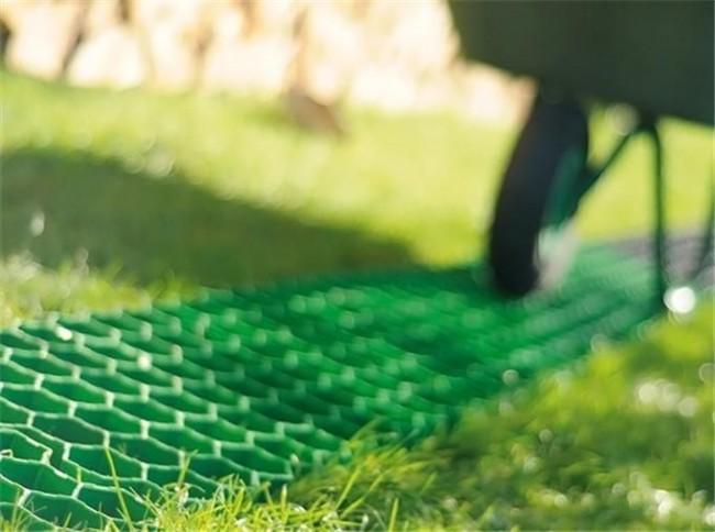 Благодаря легкости монтажа и демонтажа обеспечивается высокая мобильность пластиковой плитки