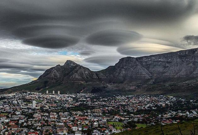 Кейптаун накрыли «летающие тарелки»
