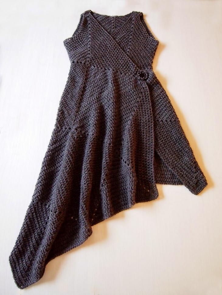 Платье-конструктор из вязаных квадратов