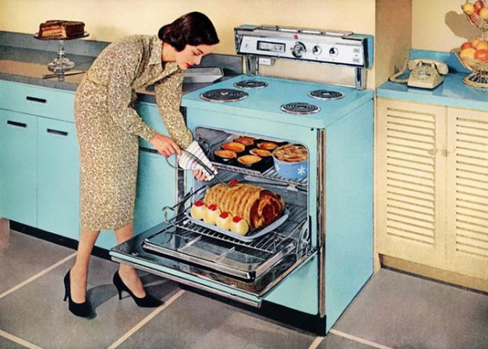 После окончания войны в 1950-х годах женщины занялись собой, многие домохозяйки старались уделять внимание своему телу