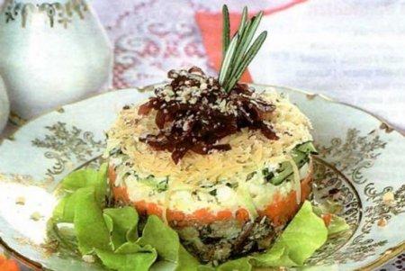 Слоеный салат из рыбных консервов сайры
