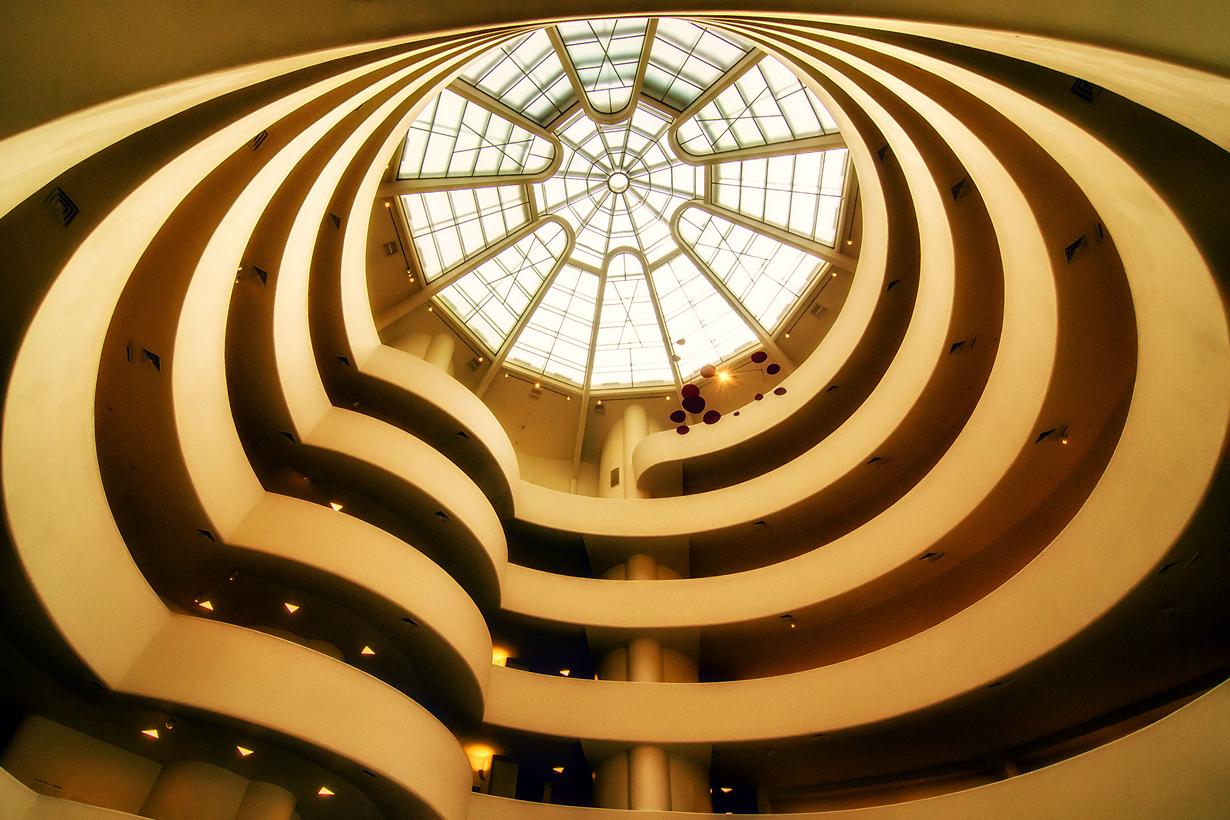 Нью-Йорк возглавляет список самых фотографируемым мест. Однако наиболее популярными объектами для съёмки оказались не «Эмпайр-стейт-билдинг» или Статуя Свободы, а Музей Соломона Гуггенхайма, который был спроектирован архитектором Фрэнком Ллойдом Райтом. (5oulscape)