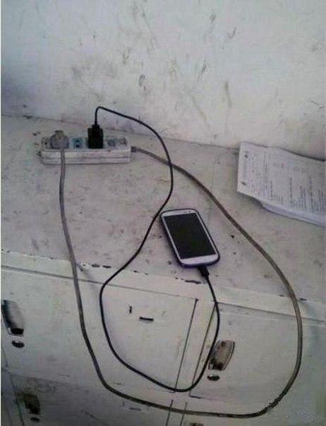 Она поставила телефон на зарядку