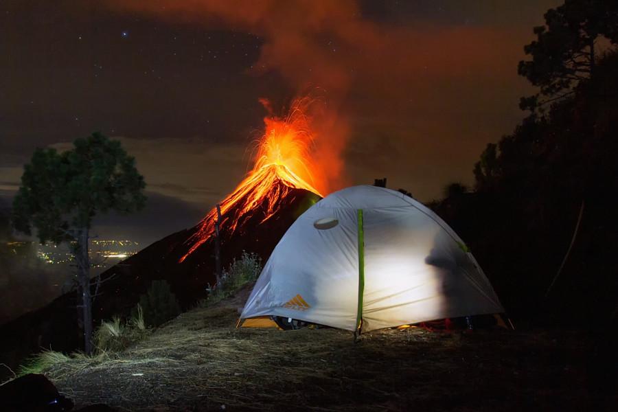 Вулкан Фуэго, Антигуа, Гватемала вулкан, фото