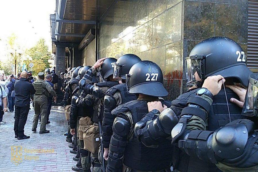 В центре Киева нацисты пошли…
