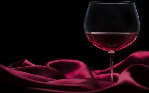В бокале красного вина