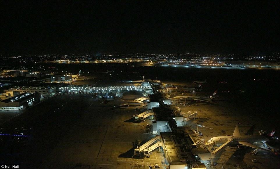 Как работает ночная смена в Лондонском аэропорту Хитроу