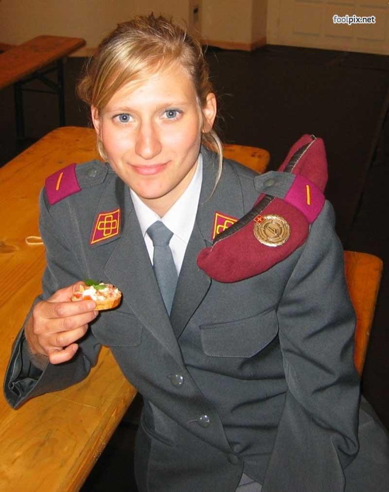 Девушки на службе в армии фото 35