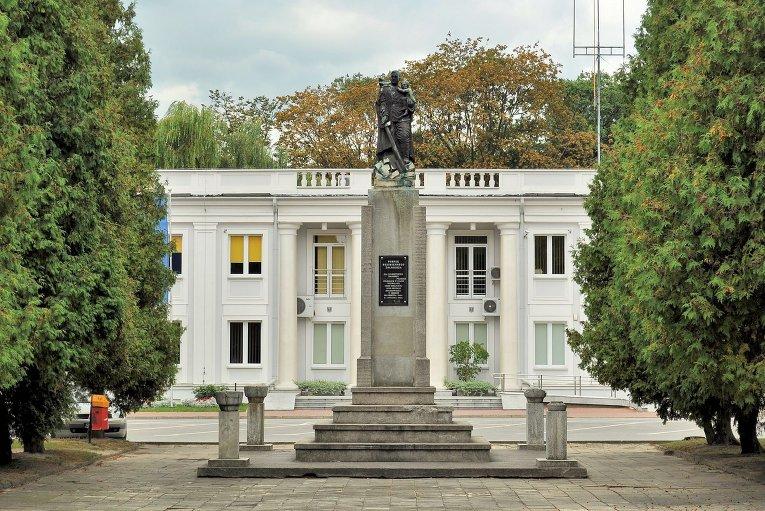 Россия заявила протест послу Польши из-за сноса памятника Красной армии