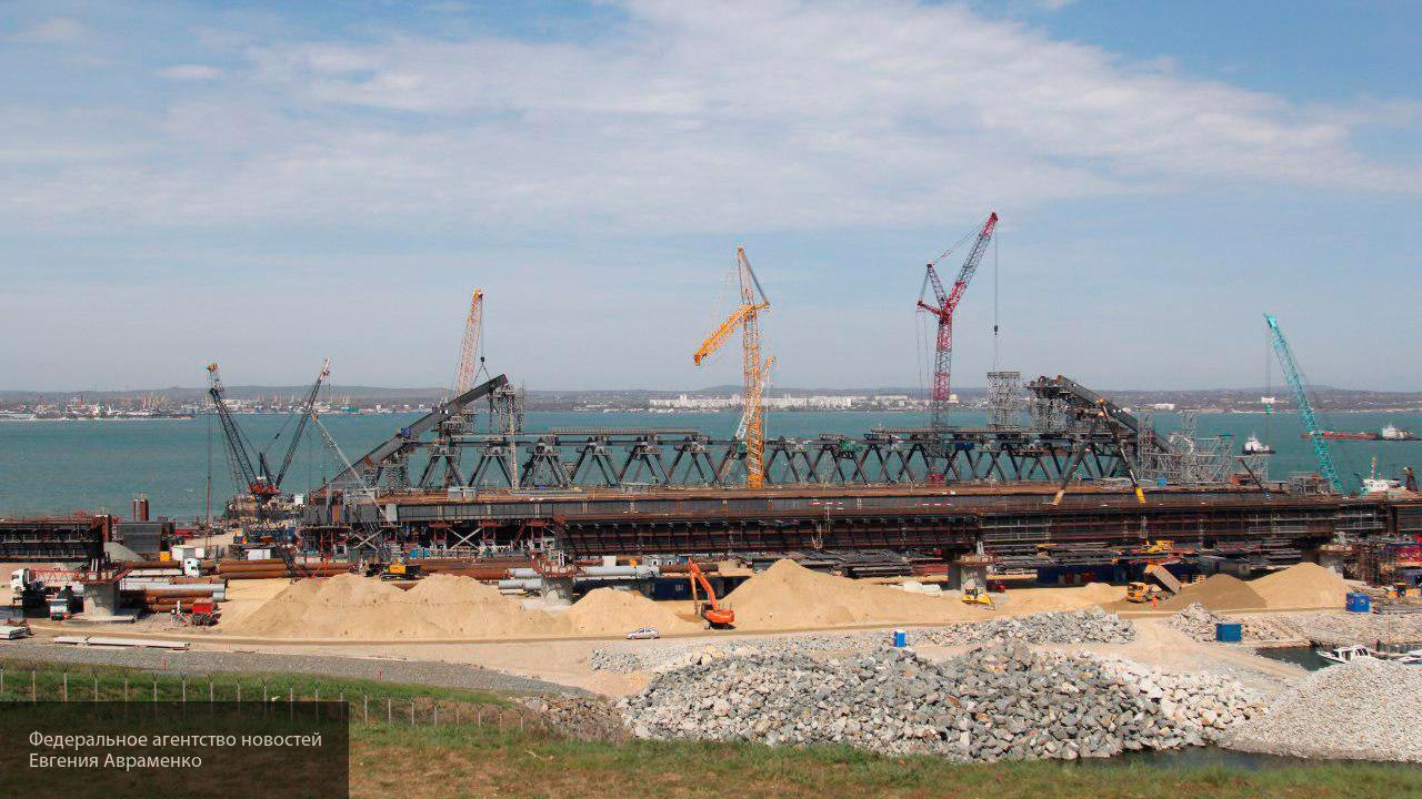 Стройка века: в Сети появились новые фото возведения Керченского моста