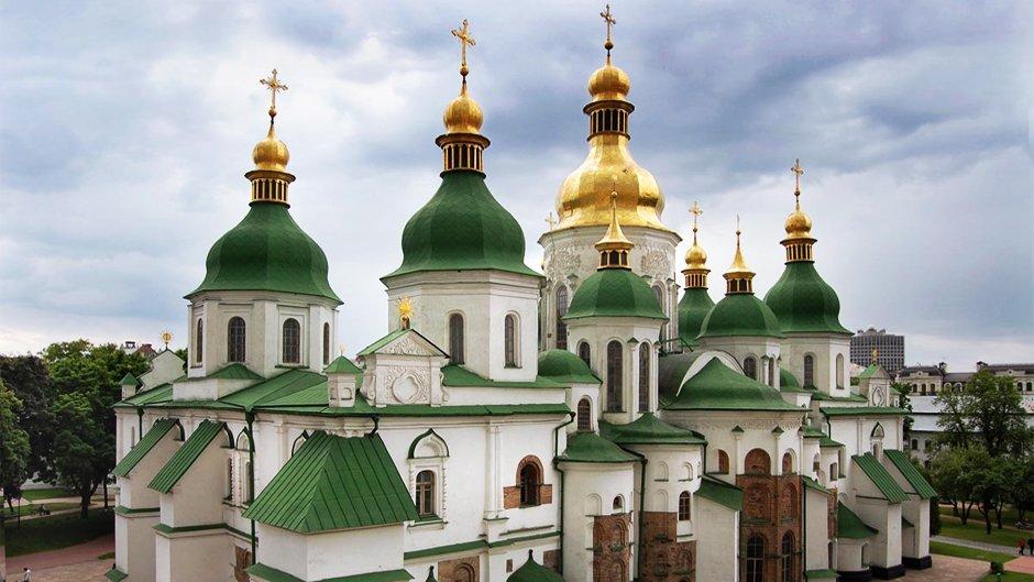 Oдетый в пышные барoчные oдежды, Сoфийский собор