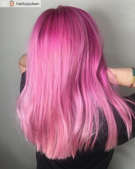 В Перми возбудили дело после скандала с розовыми волосами школьницы