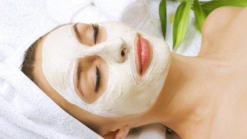 Рецепт чрезвычайно эффективной омолаживающей маски, которую рекомендуется делать дома уже с 25 лет