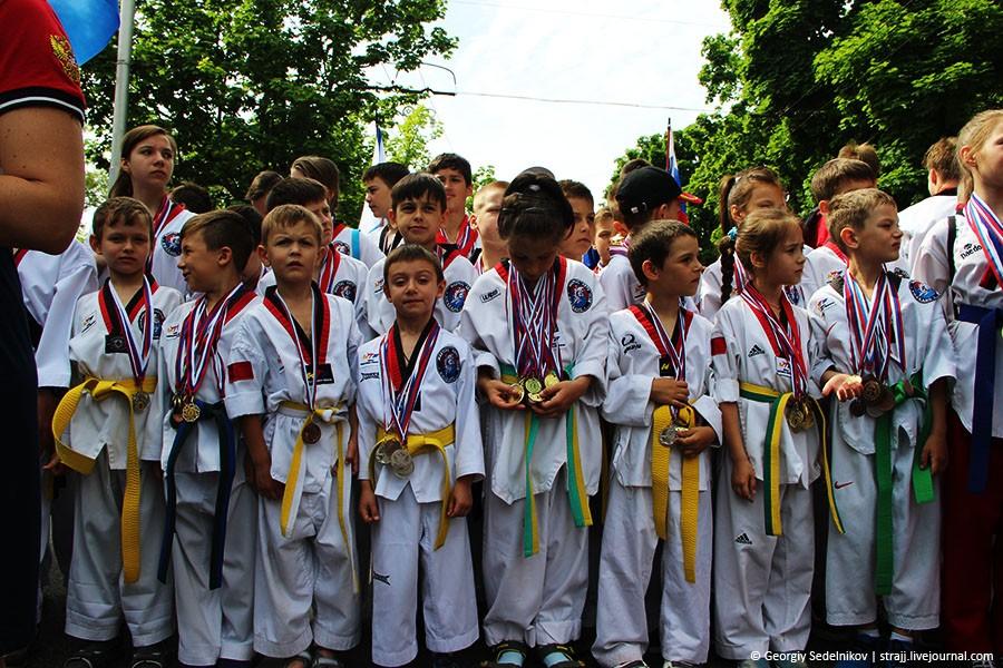 В Севастополе прошел парад в честь Дня пионерии