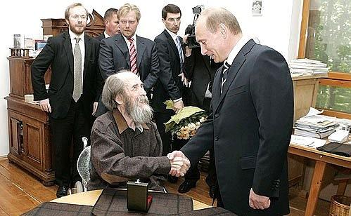Жить строго по лжи, т.е по Солженицыну