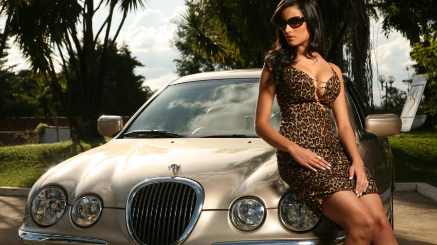 Что будет, если девушка не найдет багажник в суперкаре