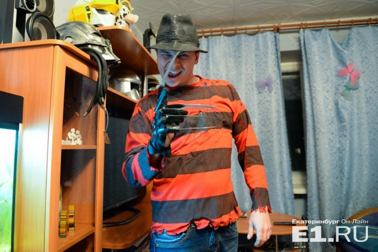 Уральский Тони Старк: слесарь из Екатеринбурга создал из картона Железного человека