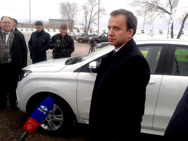 Дворкович: Правительство увеличит объем господдержки автопрома
