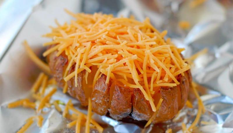 Узнав этот секрет, вы никогда больше не будете запекать картошку по-старому!