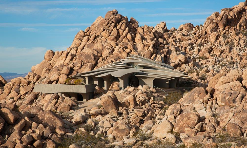 Необычная вилла, построенная в пустыне