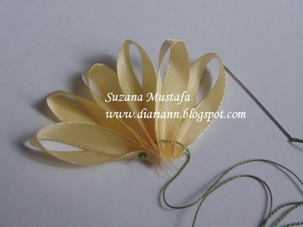 Хризантемы своими руками из лент
