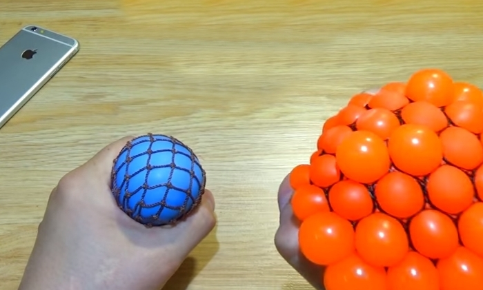 Игрушка для рук антистресс своими руками 27