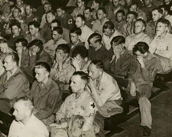 6 Немецкие солдаты реагируют на кадры хроники о концлагерях 1945 г война история память