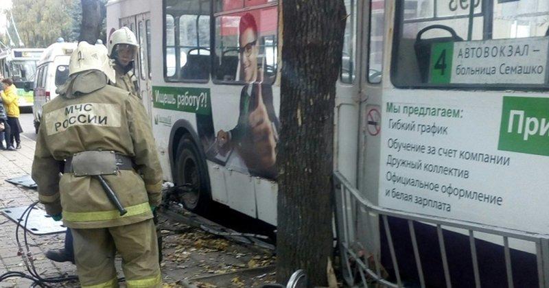 Трагедия в Орле: троллейбус въехал в толпу пешеходов