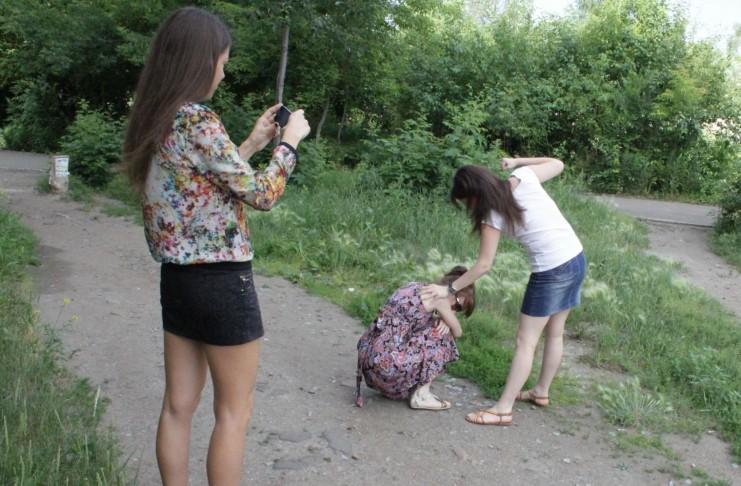 надругательство над девушками фото