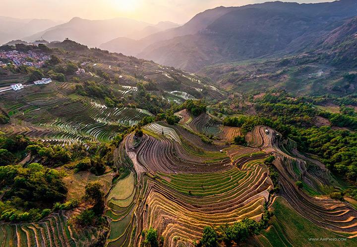 Террасные рисовые поля в Китае