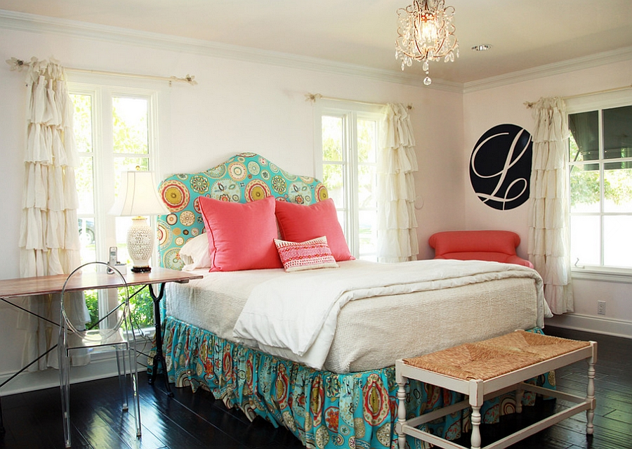 Curtains-complement-the-style-of-the-bed-beautifully