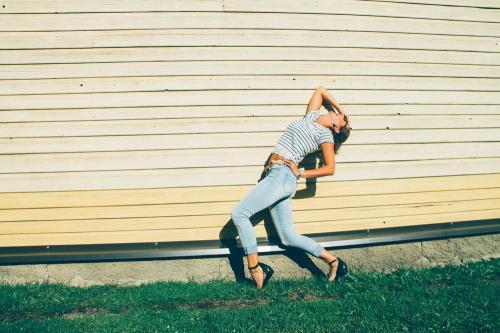 Мода на грани: Сеть шокирована полупрозрачными джинсами