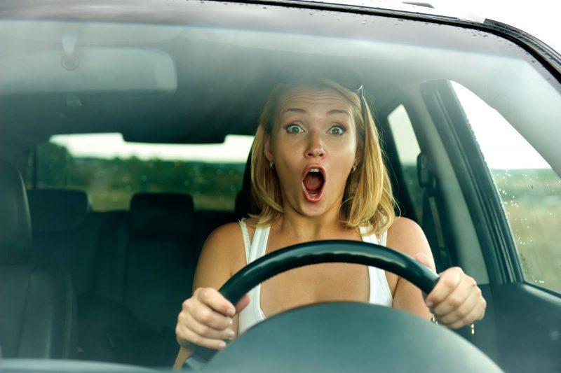 Случай на дороге. Такое может учудить только женщина!