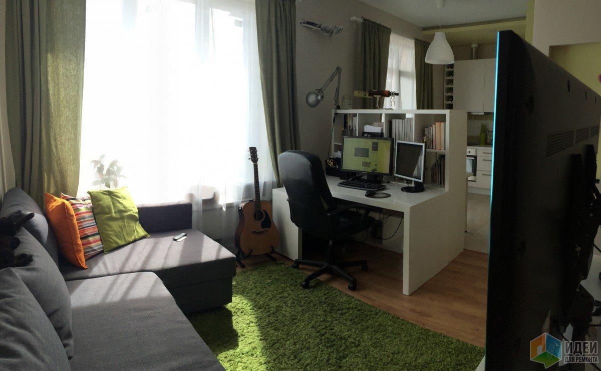 Интерьер квартиры-студии, рабочее место в квартире-студии