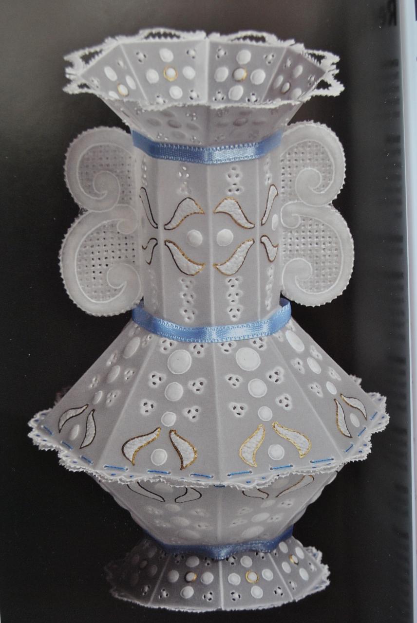 Шикарные вазы в технике парчмент крафт.