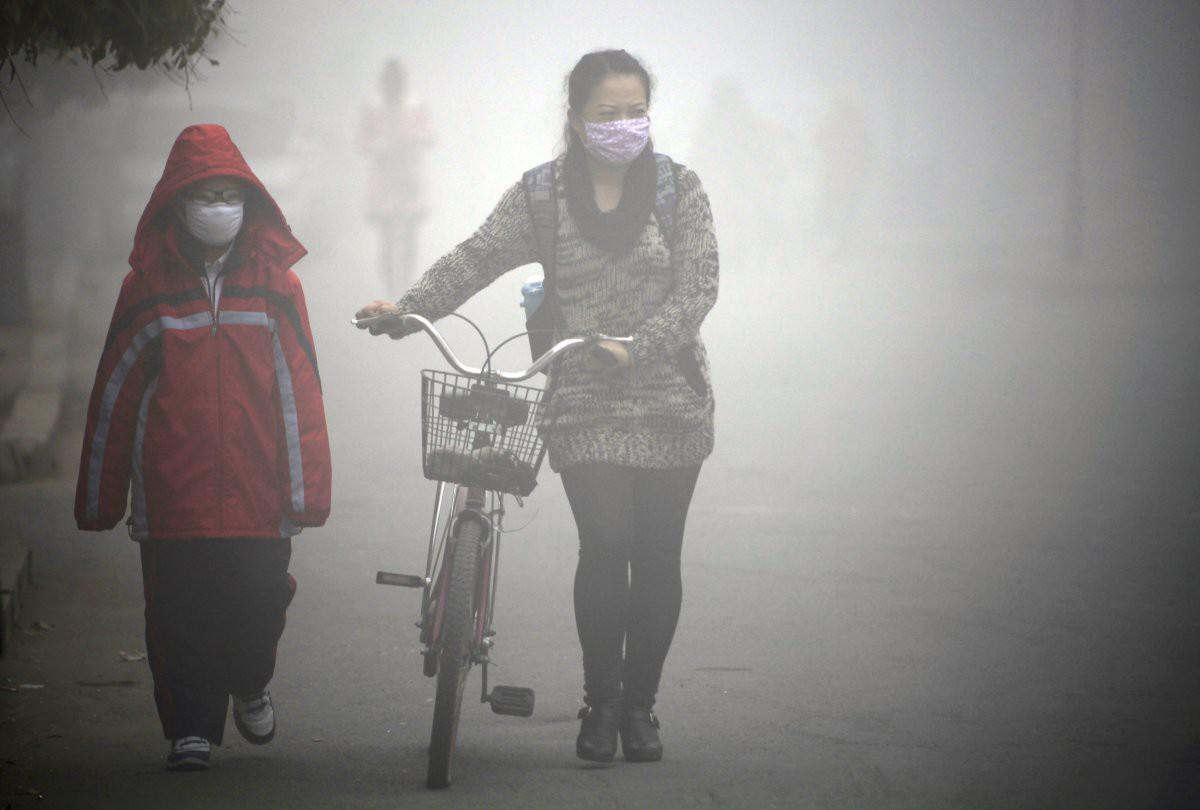 Эти жители провинции Джилин также предпочитают носить маски загрезнение, китай, природа