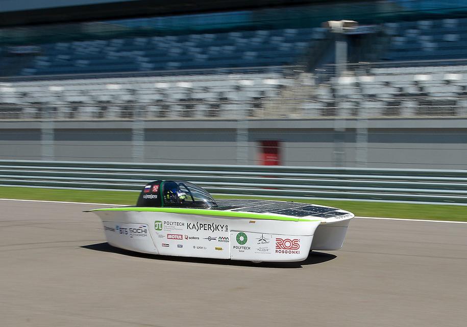 На гоночном треке испытали первый российский солнцемобиль