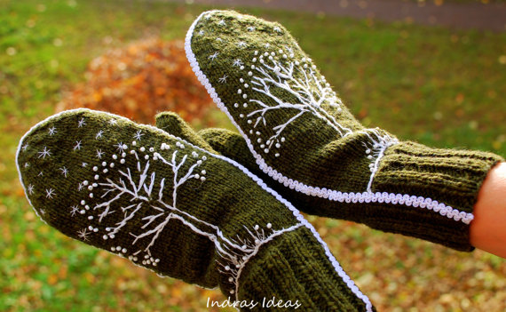 Green winter style mittens - warm and beautiful