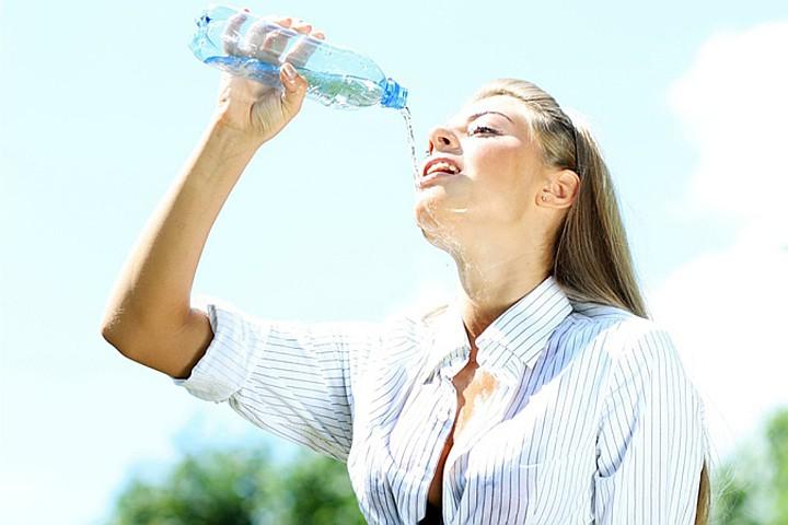 Ученые: вода на самом деле помогает похудеть