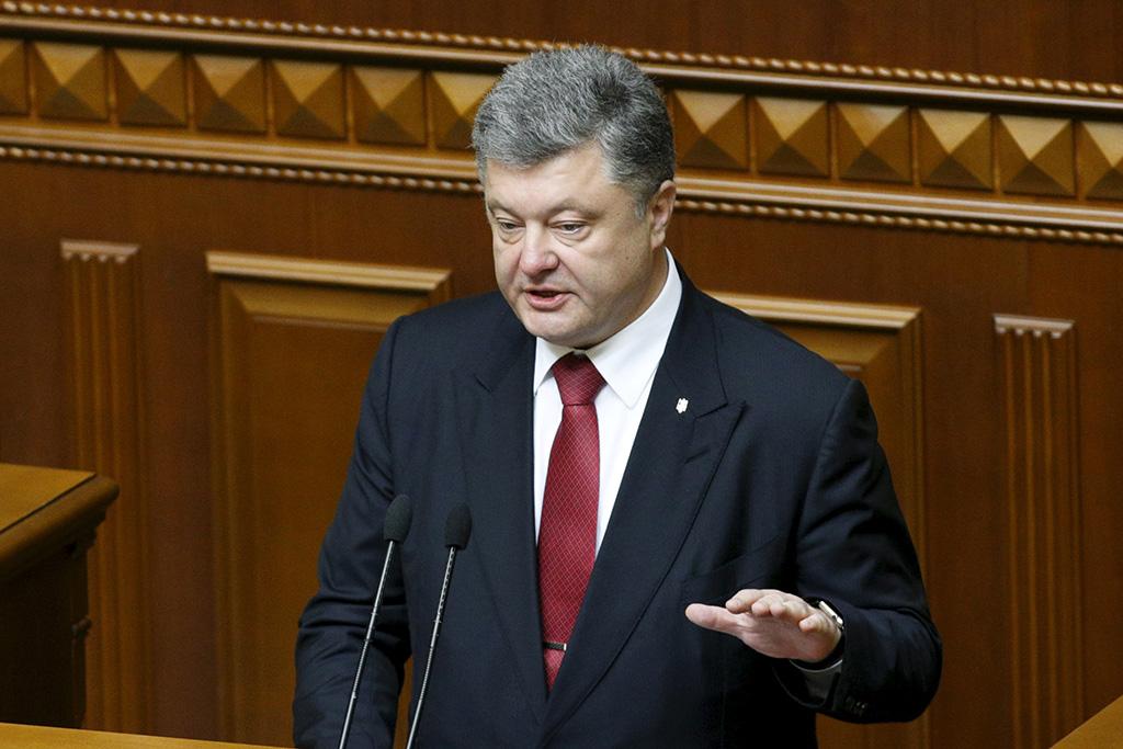 Порошенко подписал закон о правовом режиме военного положения на Украине