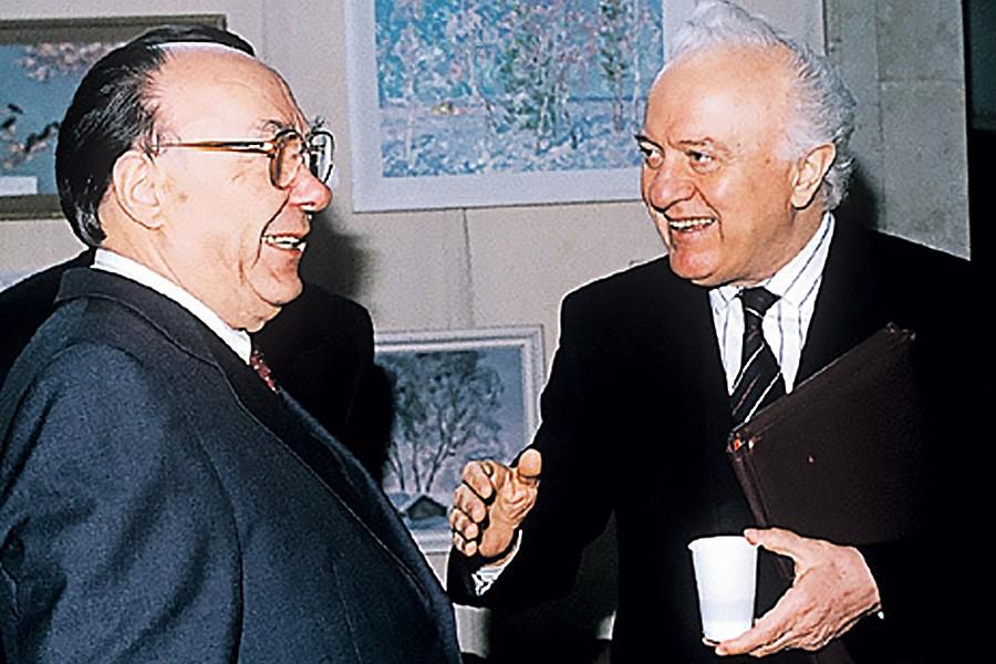 Хрущев и настоящая «бомба» под здание СССР