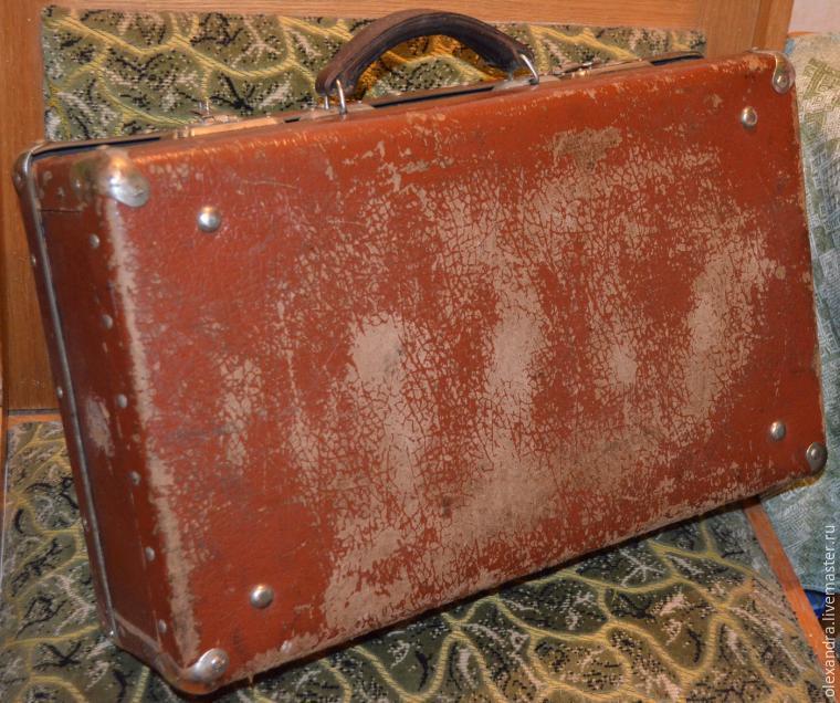 Старый чемоданчик превращается... в оригинальную полку