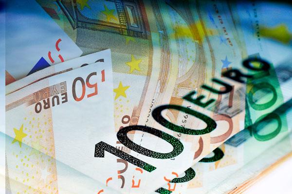 Евро на бирже превысил 77 рублей