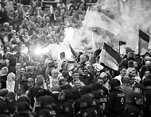 В Германии десять тысяч немцев проснулись нацистами