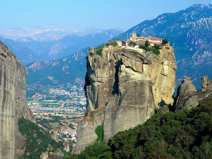 Фото Монастыри Метеоры, Греция. 01 (700x525, 105Kb)